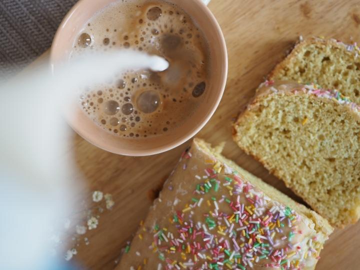 Gibt dir das Leben Konfetti, mach Kuchen draus – Der Gute-Laune-Konfettikuchen 🌈🧁